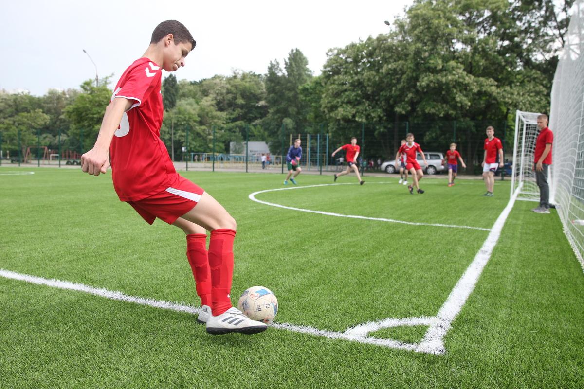 Завдяки ГБ на Теремках облаштували сучасне футбольне поле