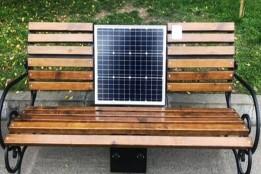 У Солом'янському районі з'явилися лави з сонячними батареями