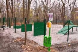 У парку Сирецький гай реалізували майданчик для вигулу тварин